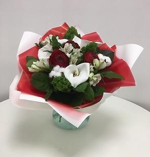 Белых букеты из красных цветов цветов